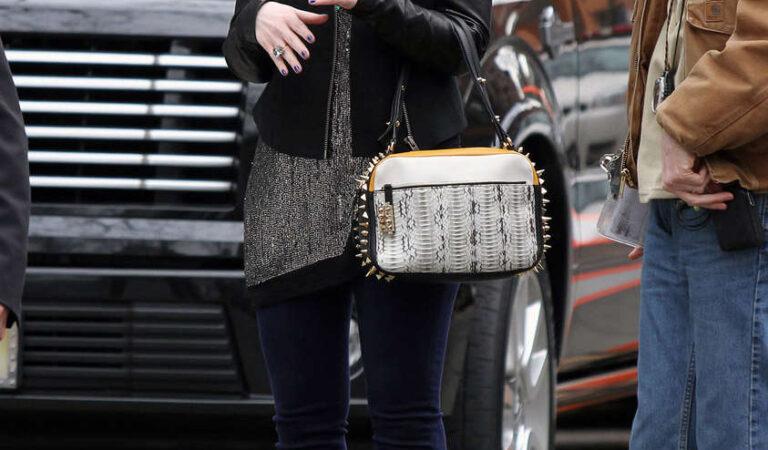 Michelle Trachtenberg Gossip Girl Set New York (12 photos)