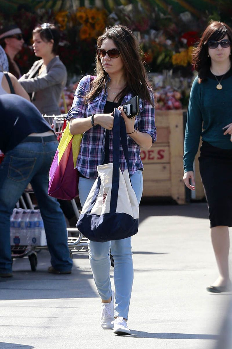 Mila Kunis Out About Los Angeles