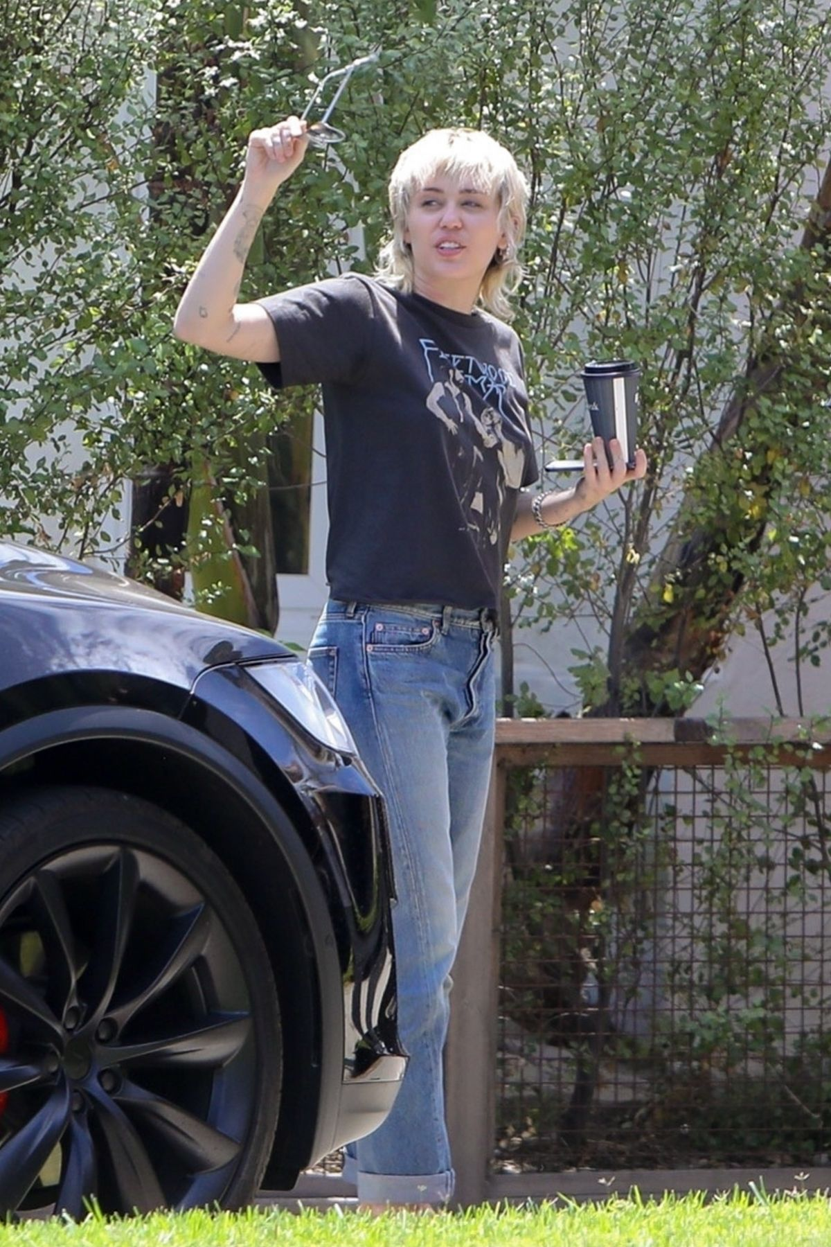 Miley Cyrus Out About Calabasas