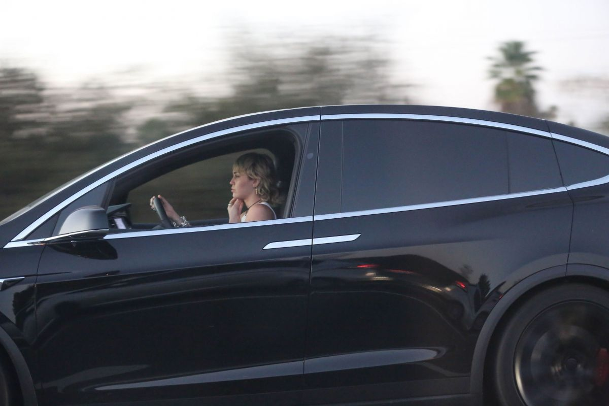 Miley Cyrus Out Driving Los Angeles