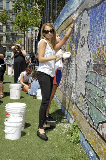 Nicole Richie Bing Summer Doing Celebrity Volunteer Event Jacob H Schiff Playground