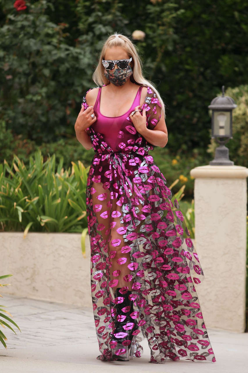 Nikki Lund Out About Beverly Hills
