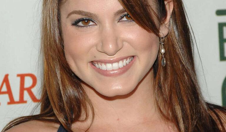 Nikki Reed (4 photos)