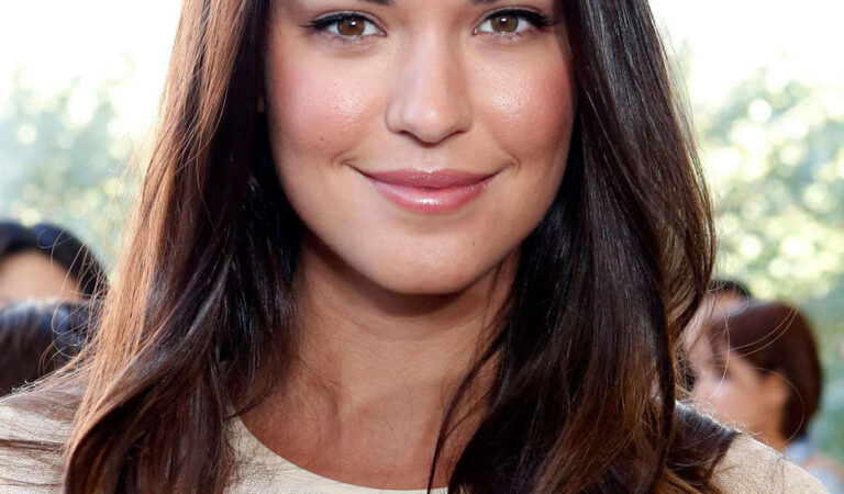 Odette Annable Tory Burch Fashion Show New York (6 photos)