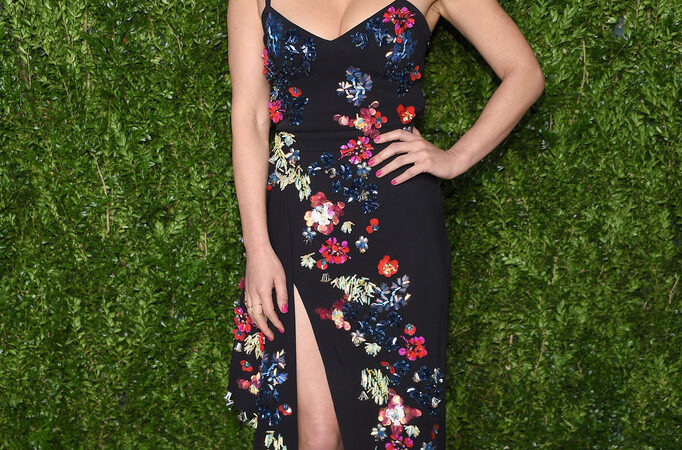 Olivia Munn Mic (1 photo)