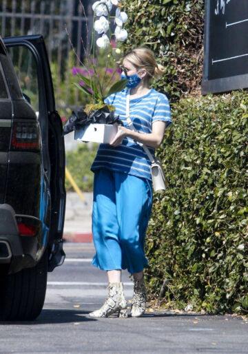 Pregnant Emma Roberts Out Shopping Los Feliz