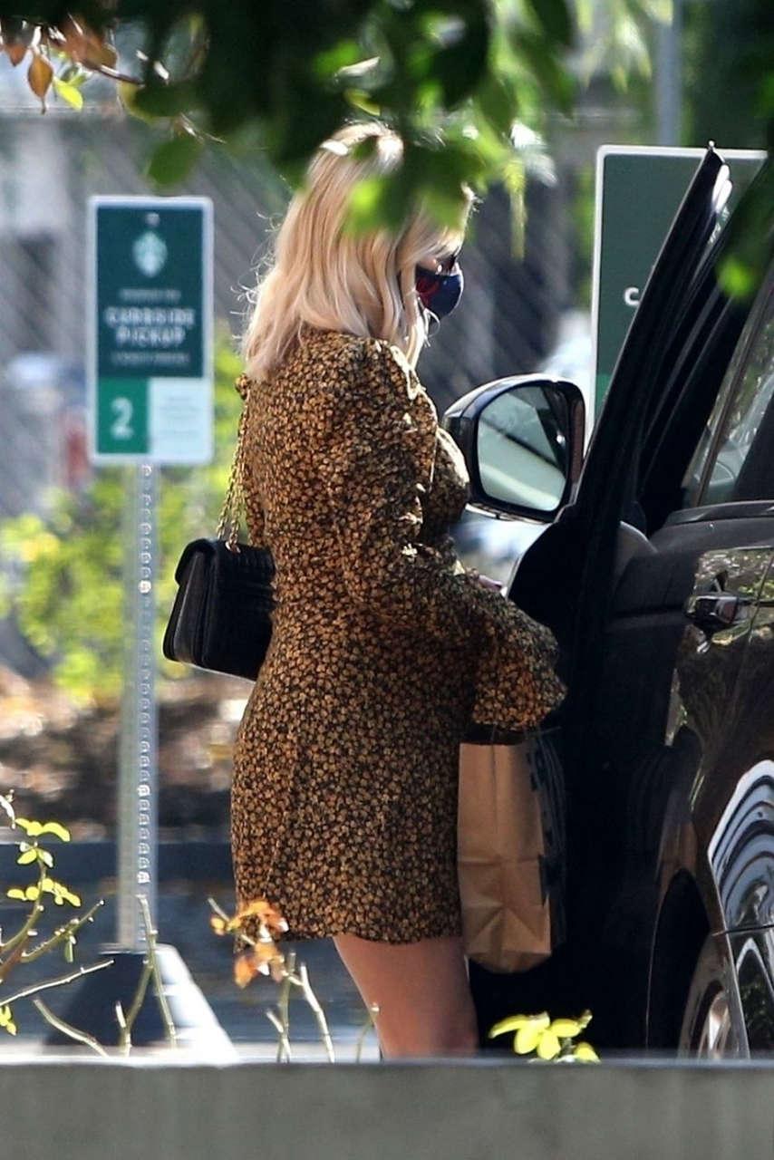 Pregnant Emma Roberts Starbucks Los Feliz