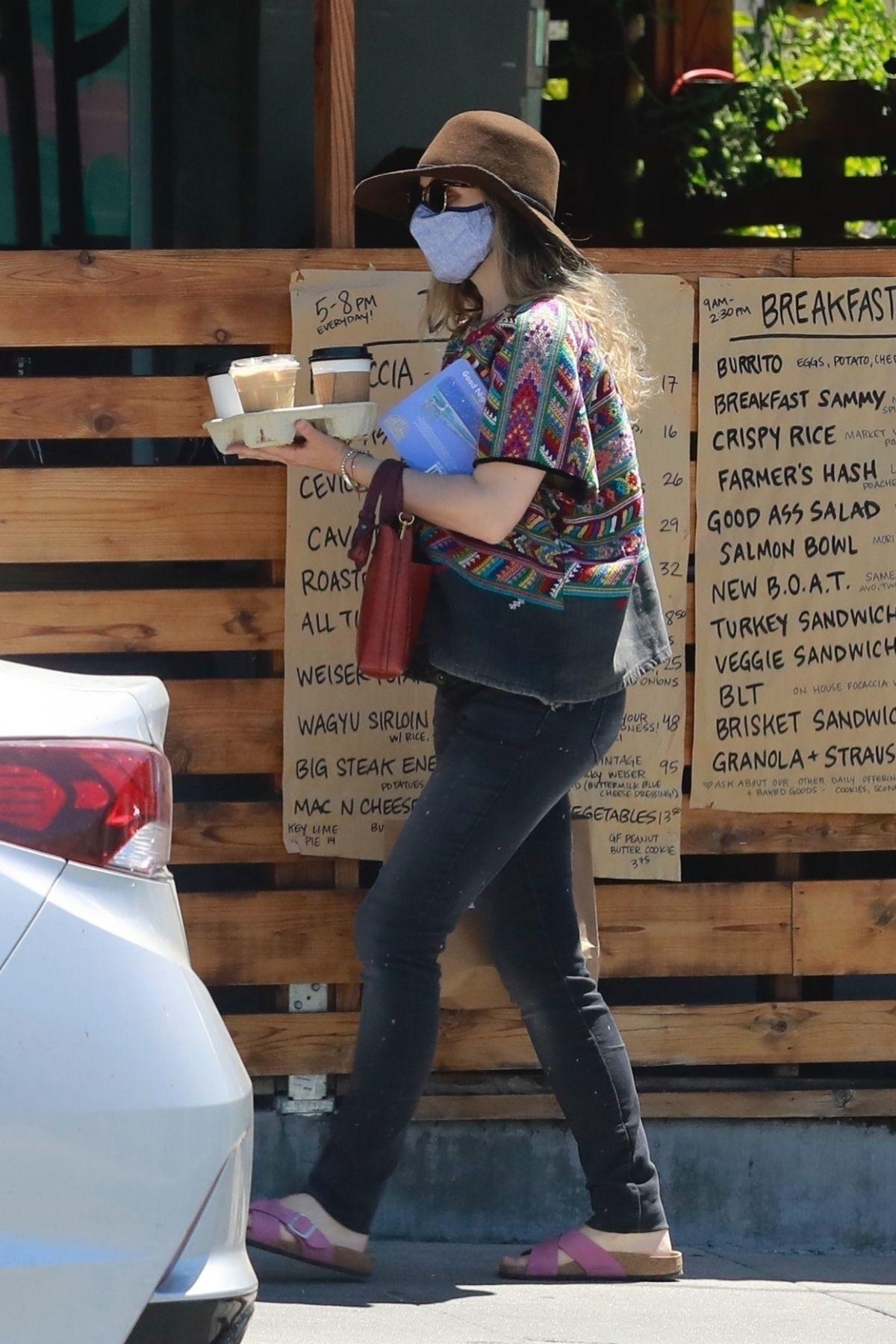Rachel Mcadams Out For Iced Coffees Los Feliz