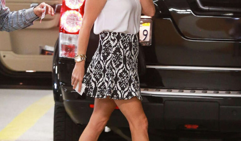 Reese Witherspoon Arrives Medical Building Beverly Hills (8 photos)