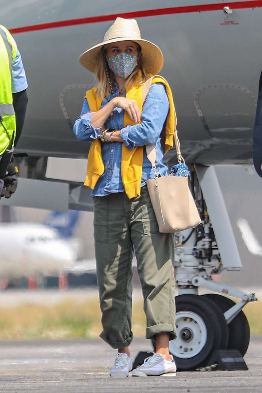 Reese Witherspoon Boarding Private Jet Van Nuys