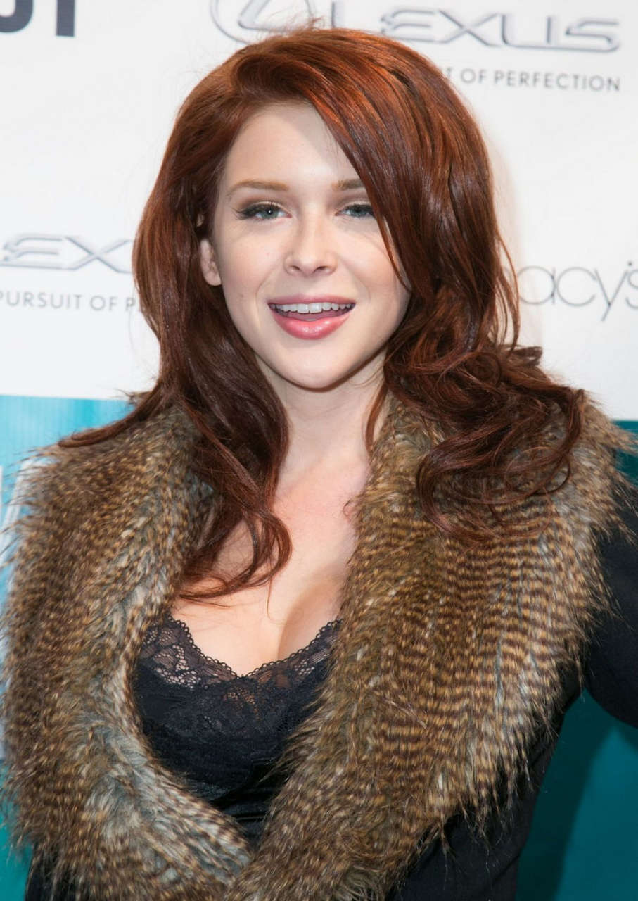 Renee Olstead Out Magazines Rock Out Ls Fashion Kickoff Event