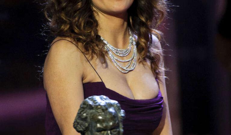 Salma Hayek Goya Awards Madrid (8 photos)