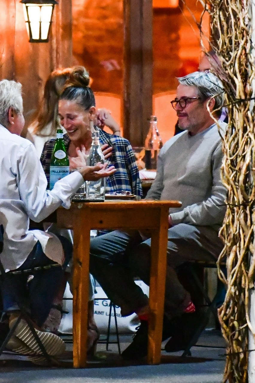 Sarah Jessica Parker Out For Dinner With Friends New York