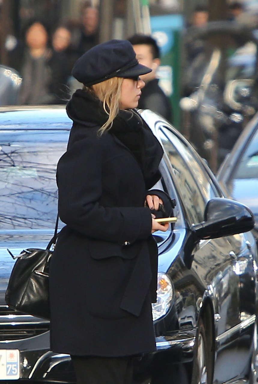 Scarlett Johansson Out About Paris