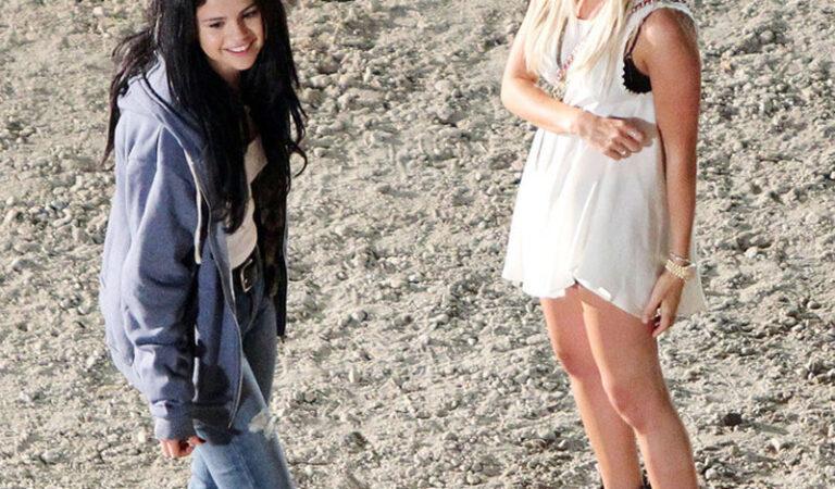 Selena Gomez Ashley Tisdale Set Getaway Atlanta (24 photos)