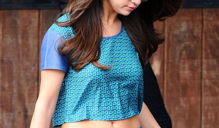 Selena Gomez Leaves Nine Zero One Salon Hollywood (12 photos)