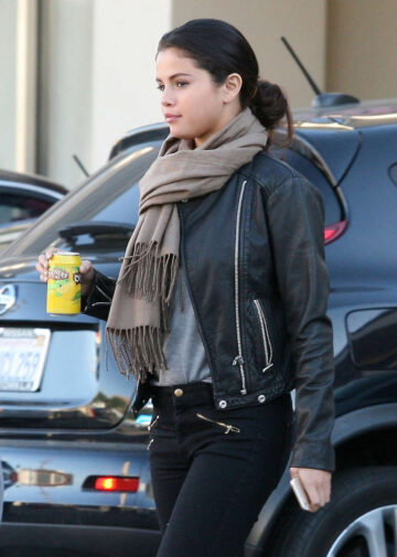 Selena Gomez Out For Lunch Studio City
