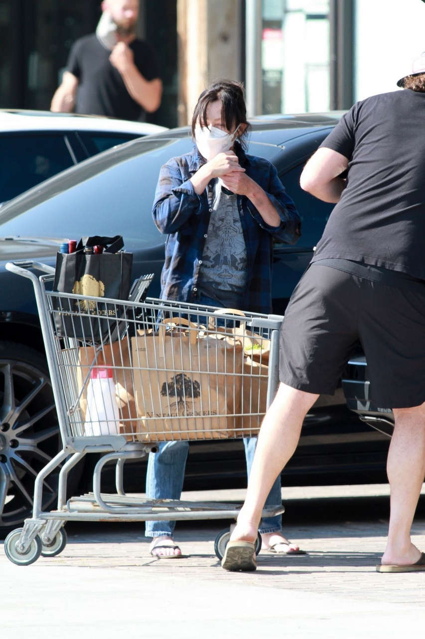 Shannen Doherty Out Shopping Market Malibu