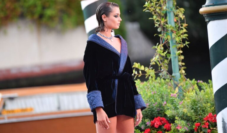 Taylor Marie Hill Amants Photocall 77th Venice Film Festival (10 photos)