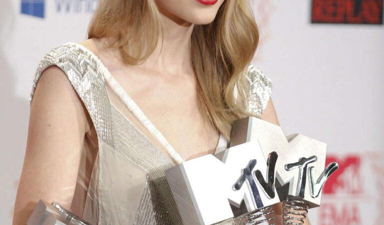 Taylor Swift 2012 Mtv European Music Awards Frankfurt (18 photos)