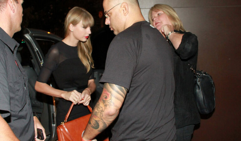 Taylor Swift Arrives Carioca Restaraunt Rio De Janeiro (4 photos)