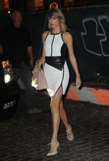Taylor Swift Arrives Her Apartment New York