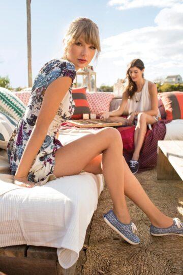 Taylor Swifts Legs