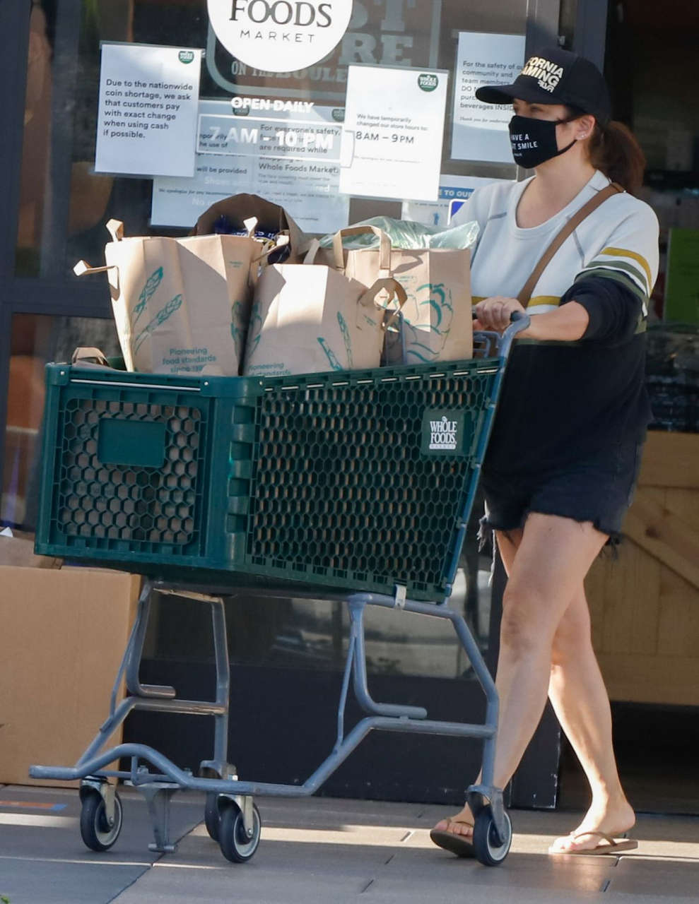 Tiffani Thiessen Shopping Whole Foods Los Angeles