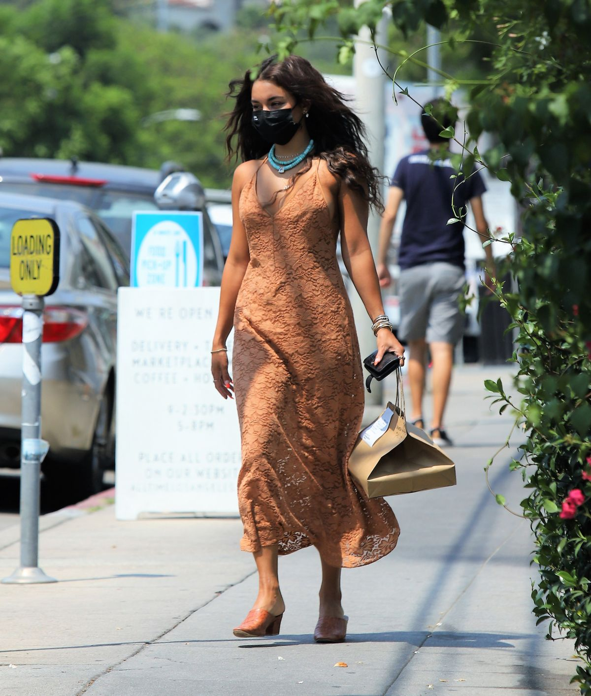 Vanessa Hudgens Picking Up Takeout Los Angeles