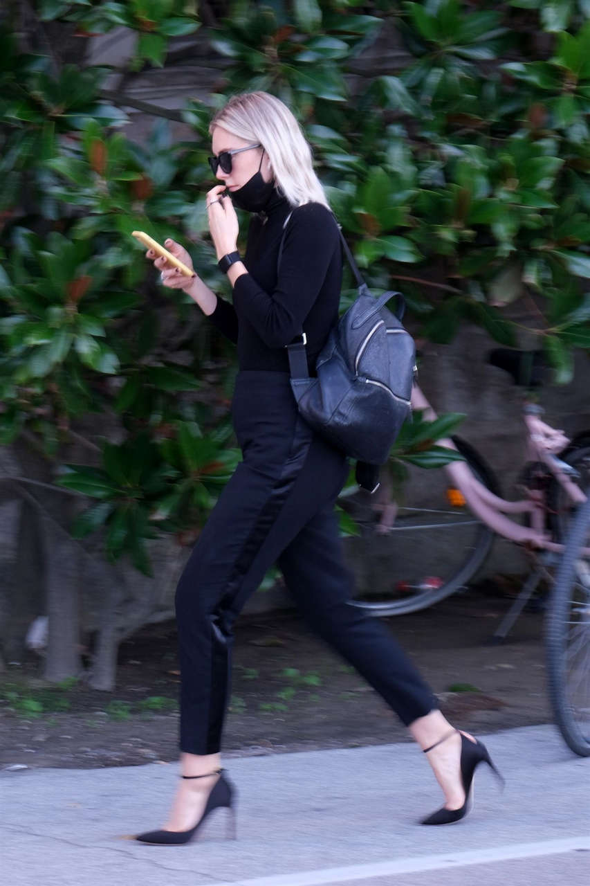 Vanessa Kirby Arrives Hotel Excelsiot Venice
