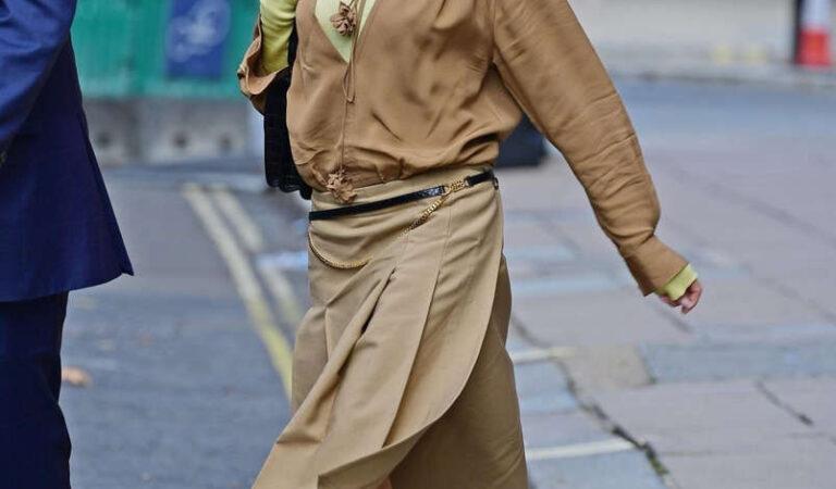 Victoria Beckham Out About London (13 photos)