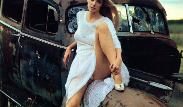 Young Shannon Tweed (1 photo)