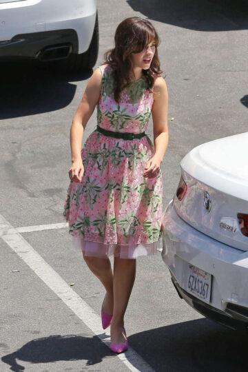 Zooey Deschanel Set New Girl Los Angeles